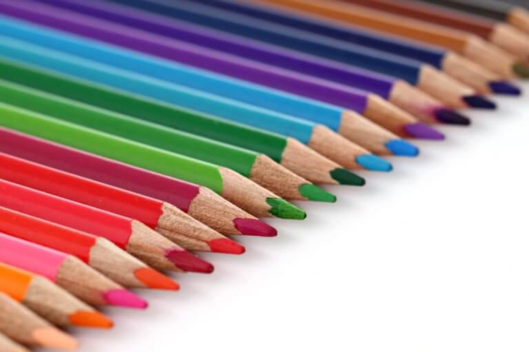 colored pencil crayons in straight line